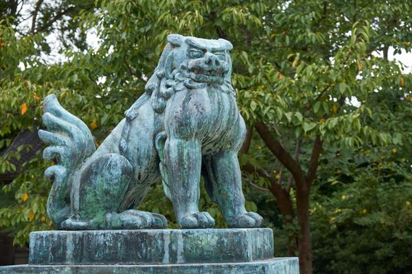 狛犬とは、歴史の中で独自の変化を遂げた一対の獅子と狛犬