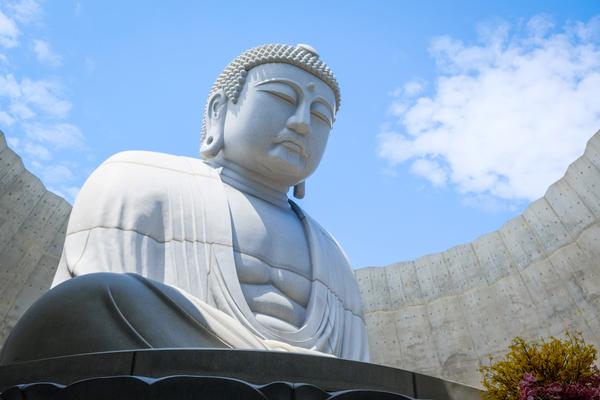 仏像を作成する職人「仏師」とは?その紹介と扱う手法を解説します